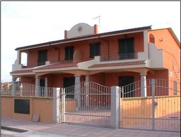 Casa al mare villa degli oleandri valledoria ss sardegna - Abbinamento colori facciata esterna ...